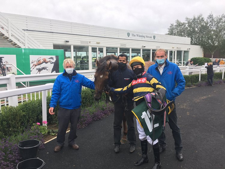9yo Red Pike gains his 7th career win at Catterick!